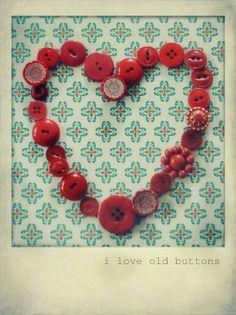 Mooi hart gemaakt van oude knopen  Foto komt van Pinterest.com