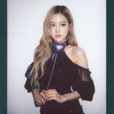 Black Pink Yes Please – BlackPink, the greatest Kpop girl group ever! Yg Entertainment, K Pop, South Korean Girls, Korean Girl Groups, Foto Rose, Queen Fashion, Rose Park, 1 Rose, Lisa