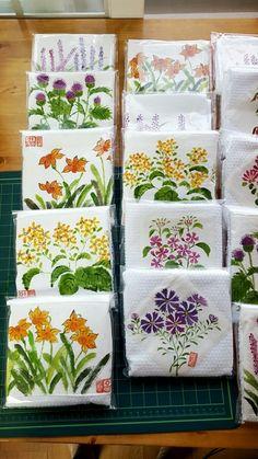 3번째 이미지 Painted Bags, Painted Clothes, Hand Painted, Hand Embroidery Videos, Hand Embroidery Flowers, Fabric Painting, Fabric Art, Feather Drawing, Fabric Paint Designs