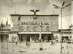 Výsledok vyhľadávania obrázkov pre dopyt Historické fotografie: Bratislava Slovakia, Retro Futurism, Old City, Time Travel, Temples, Bristol, Europe, Memories, Future