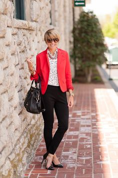 7 spring work outfits to copy right now! Here you will discover tasteful and refined spring work outfits Spring Work Outfits, Casual Work Outfits, Work Attire, Work Casual, Cool Outfits, Red Outfits, Winter Outfits, Red Blazer Outfit, Look Blazer