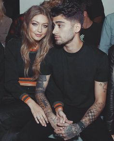 """Gigi Hadid and Zayn Malik attend the Versus Versace show during London Fashion Week - September 2016 "" Gigi Et Bella Hadid, Gigi Hadid And Zayn Malik, Estilo Gigi Hadid, Gigi 2, Cute Couple Quotes, Cute Couple Pictures, Cute Celebrity Couples, Celebrity Photos, Celebrity News"