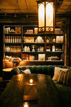 trendy home library bar interior design Bar Interior Design, Interior Decorating Tips, Bar Lounge, Lounge Areas, Cigar Lounge Decor, Zigarren Lounges, Speakeasy Decor, Whiskey Room, Whiskey Lounge