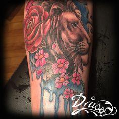 Lion Watercolour Tattoo. Tatouage watercolour réaliste.  Par Djuss chez Tatouage Calypso