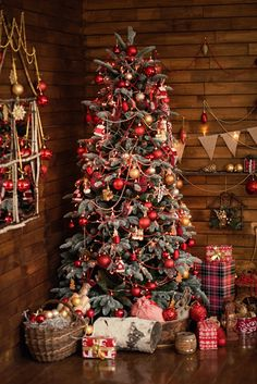 Rustic style Christmas in a cozy cabin #cabin #christmasdecorating