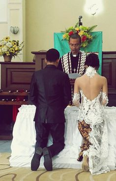 *Indonesian wedding dress: white kebaya and batik