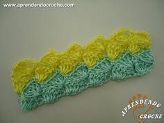 Nesse vídeo você vai aprender passo a passo com a artesã Sandra como fazer um lindo tapete de crochê. https://www.facebook.com/qualarte - Curta nossa página ...