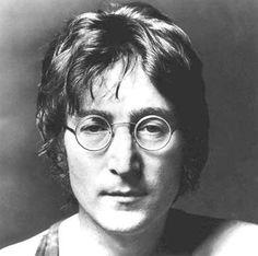 John Lennon in a famous pose. John Lennon of the Beatles Imagine John Lennon, Citation John Lennon, John Lennon Quotes, Ringo Starr, Yoko Ono, Andy Warhol, Elvis Presley, Francisco Javier Rodriguez, The Beatles