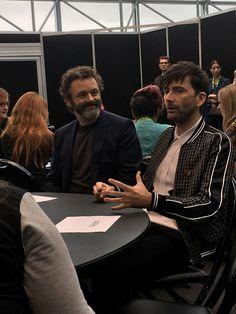 David Tennant and Michael Sheen Good Omens Panel in New York David Tennant, Amazon Prime Original Series, Tv Supernatural, Michael Sheen, Terry Pratchett, Neil Gaiman, Best Couple, Superwholock, Doctor Who