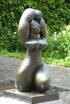 Sculpture located in the garden of the Matisse museum in Cateau Cambrésis. Henri Matisse, Modern Sculpture, Sculpture Art, Andy Warhol, Museum Architecture, Alberto Giacometti, Plastic Art, Z Arts, Post Impressionism