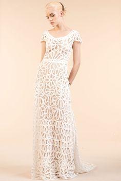 Robe de mariée Rue de Seine, disponible à l'espace Maria Luisa Mariage du Printemps dentelle http://www.vogue.fr/mariage/adresses/diaporama/maria-luisa-mariage-dvoile-sa-nouvelle-collection-de-robes-de-marie-2016-au-printemps/22828#robe-de-marie-rue-de-seine-disponible-lespace-maria-luisa-mariage-du-printemps