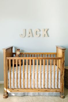 #nursery, #crib  Photography: Gracie Blue - grblue.com/  View entire slideshow: 20 Traditional Nursery Ideas on http://www.stylemepretty.com/collection/398/