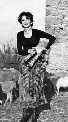Audrey Hepburn and friend Classic Hollywood, Old Hollywood, Audrey Hepburn Mode, Audrey Hepburn Style Dress, Divas, Old Movie Stars, My Fair Lady, Black White, Grace Kelly