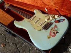 Gorgeous Vintage Strat in refin old Surf Green, now turned into an amazing Sonic Blue. Strat was owned by wellknown US guitar player; It's an awesome playing and sounding guitar. Guitar Pics, Guitar Amp, Cool Guitar, Fender Electric Guitar, Fender Guitars, Fender Vintage, Vintage Guitars, Fender Stratocaster Blue, Bass Amps