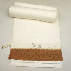 White, real silk, tanmono cloth / 絹地が上質な印象の羽尺地用反物 http://www.rakuten.co.jp/aiyama #Kimono #Japan #aiyamamotoya