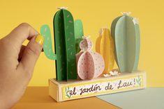 Es súper fácil. Van a necesitar los siguientes materiales:   - Hojas de papel iris/ cartulinas de colores (1 por cada color de cactus que quieran, en mi caso necesité 4 colores diferentes)  - 1/8 de Cartón paja  - Cartulina blanca  - Colbón/ silicona líquida.  - Tijeras  - Pinturas/ colores/ marcadores  - Lápiz y borrador Iris, Design, Cacti Garden, Paper Leaves, Straws, Scissors, Sharpies, Paper Envelopes, Gardens
