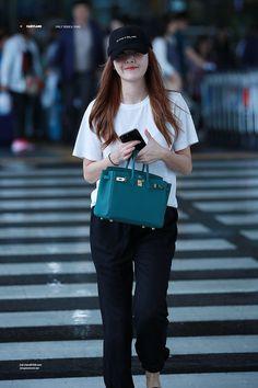 Snsd Fashion, Kpop Fashion Outfits, Asian Fashion, Girl Fashion, Fasion, Jessica Jung Fashion, Airport Fashion Kpop, Jessica & Krystal, Minimal Outfit