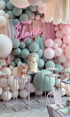 Dreamy displays to chase the post-summer blues away💚💗We plan on keeping our party heads firmly in the balloon & tassel clouds, long after the seasons change☁️🎊🎈
