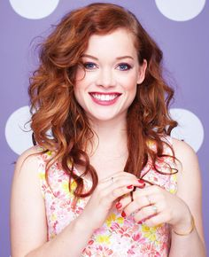 jane levy aka tessa altman from suburgatory. I like her hair Jane Levy, Pretty Redhead, Redhead Girl, Beautiful Smile, Beautiful Women, Hottest Redheads, Great Hair, Beautiful Actresses, Her Hair