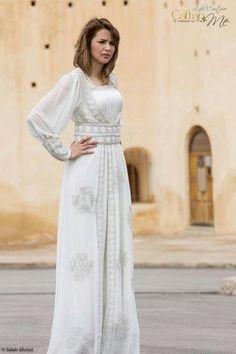 Caftan blanc Moroccan Caftan, Country Dresses, Islamic Clothing, Western Wear, Boho Chic, White Dress, Style Inspiration, Gowns, Bridal