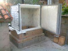 Self made ceramic gas kiln . Structure in steel and refractory bricks with refractory fiber. Antoni Batzu 2014. Sardinia - Italy.