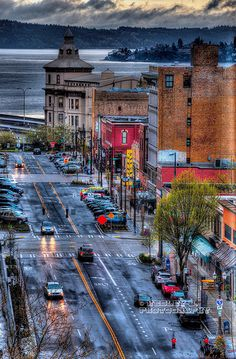 Oh Tacoma, so much to fall in love with this small port city on the Puget Sound. With good restaurants and fun places to explore, Tacoma is always good for a day trip! #PNW #WA