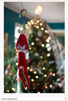 Tonnen von Easy Elf im Regal Ideen!- Zip Line Elf on the Shelf von Carey Pace … – Bavece L Elf, Elf Auf Dem Regal, Awesome Elf On The Shelf Ideas, Elf Ideas Easy, Diy Ideas, Craft Ideas, Elf Magic, Elf On The Self, Naughty Elf