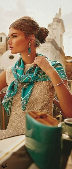 A classic wardrobe benefits from pops of color and s nice silk scarf that can be worn many ways Ways To Wear A Scarf, How To Wear Scarves, How To Look Classy, Look Chic, Mode Style, Style Me, Mode Glamour, Classic Wardrobe, Scarf Styles
