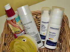 Ich stelle vor, wie ich meine empfindliche Mischhaut pflege. Dazu gehören milde Reinigung, chemisches Peeling mit AHA und BHA sowie die Feuchtigkeitspflege.