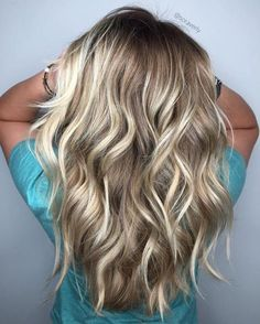 Dark Blonde Hair Color Ideas We all have our favorite blonde! Today we are going to examine dark blonde hair color ideas together our top favorite long blonde hair ideas Grey Balayage, Hair Color Balayage, Hair Highlights, Caramel Highlights, Dark Blonde With Highlights, Bayalage, Baylage Blonde, Platinum Highlights, Chunky Highlights