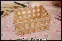 Usando palitos de madera podrás crear unas bonitas cajitas perfectas para usarse como obsequios. Puedes hacer las cajitas del tamaño que p...