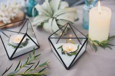 Znalezione obrazy dla zapytania dekoracje ślubne szkło drewno