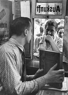 Berlin: traveller on the information desk at 'Anhalter Bahnhof' - 1938-