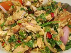 How to make Thai Chicken Salad. Step by step instructions to make Thai Chicken Salad . Thai Chicken Salad, Chicken Salad Recipes, Indian Food Recipes, Healthy Recipes, Ethnic Recipes, Cold Dishes, Tzatziki, Valeur Nutritive, Hungarian Recipes