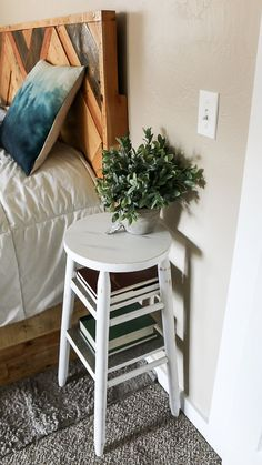 I love this idea for repurposed bar stool made into night stand with farmhouse style! Creative upcycle furniture projects that you can make from thrift store finds! #upcycle #nightstand #thriftstore #chalkpaint