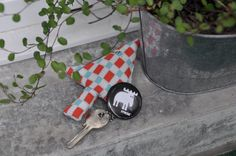 Easy to make key fob Sweden Travel, Make Keys, Key Chain, Stockholm, Reindeer, Badge, Wordpress, Fabrics