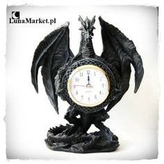 Zegar w kształcie dużego czarnego smoka. Ciekawy gadżet na niezwykły prezent, nie tylko dla fanów fantasy. #sklepgotycki #zegarzesmokiem #smoki