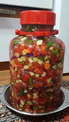 salata turşusu salatalık domates havuç hırtlak kırmızı biber yeşil biber sarımsak lahana suyu için 2 litre su 1 su bardağı sirke 6 yemek kaşığı kayatuzu 1 yemek kaşığı limon tuzu 1 yemek kaşığı toz şeker (1 litre için yarısı olabilir)