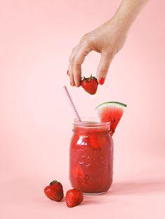 Ma boisson préférée de l'été : mon smoothie fraise-pastèque prêt en 10mn top chrono au blender ! Le duo pastèque fraise est super rafraichissant !
