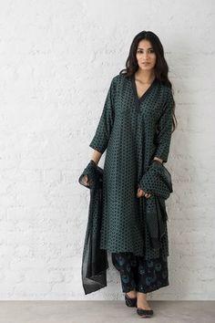 Best Trendy Outfits Part 11 Pakistani Dress Design, Pakistani Dresses, Indian Dresses, Indian Outfits, Simple Kurti Designs, Kurta Designs Women, Blouse Designs, Indian Attire, Indian Ethnic Wear
