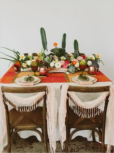 Summer Wedding Ideas 16 Boho Desert Wedding Ideas for the Most Gorgeous Nuptials EVER via Brit Co Wedding Table Centerpieces, Flower Centerpieces, Wedding Decorations, Table Decorations, Graduation Centerpiece, Quinceanera Centerpieces, Simple Centerpieces, Cactus Wedding, Floral Wedding