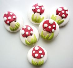 red mushrooms buttons handmade with polymer clay Main Colors, Red Green, Polymer Clay, Berries, Stuffed Mushrooms, Buttons, Shapes, Art Techniques, Create