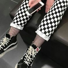 Urban Wear For The Ladies – Urban Clothing Mode Outfits, Urban Outfits, Grunge Outfits, Grunge Fashion, Fashion Outfits, Converse Fashion, Checkered Outfit, How To Wear Vans, Mode Grunge