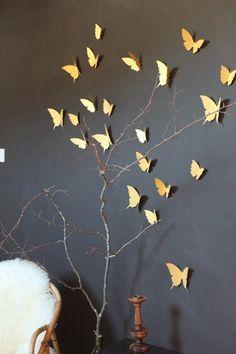 Image of Envolée de papillons dorés