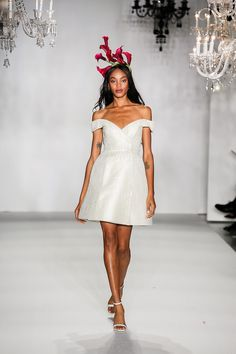 13 Perfete Trends from New York Bridal Fashion Week - Perfete Gorgeous Wedding Dress, White Wedding Dresses, Bridal Fashion Week, Little White Dresses, Wedding Trends, Bridal Style, Dress Collection, Reception, New York