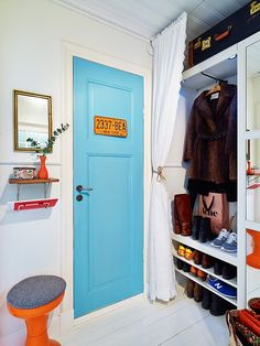 Apartment Door Decorations Small Closets Ideas For 2019 Modern Sink, Modern Room, Small Apartments, Small Spaces, Architecture Design, Black Interior Doors, Apartment Door, Decoration Originale, Small Closets