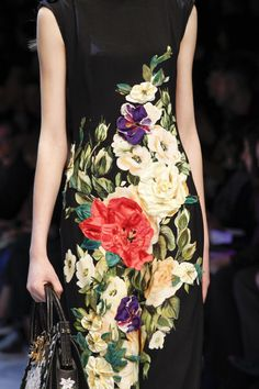 cool Dolce & Gabbana Fall 2016 Ready-to-Wear Fashion Show Details - Vogue Fall Fashion 2016, Runway Fashion, Fashion Beauty, Autumn Fashion, Fashion Trends, Milan Fashion, Floral Fashion, Colorful Fashion, Fashion Dresses