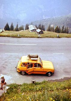 Met een donkergroene Renault 4 op vakantie naar Luxemburg en Italië / Zwitserland...toen nog met z'n 4-en. Bagage op dak.