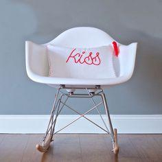 Cojín Gasa Blanco+Fluor Kiss / mecedora/ kiss pillow