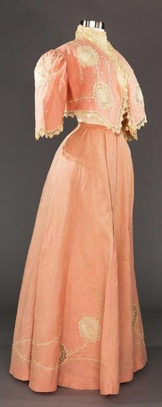 Lot: PINK LINEN SKIRT & BOLERO ENSEMBLE, c. 1905, Lot Number: 0175, Starting Bid: $100, Auctioneer: Augusta Auctions, Auction: COUTURE, HISTORIC & VINTAGE CLOTHING AUCTION, Date: May 9th, 2017 CEST